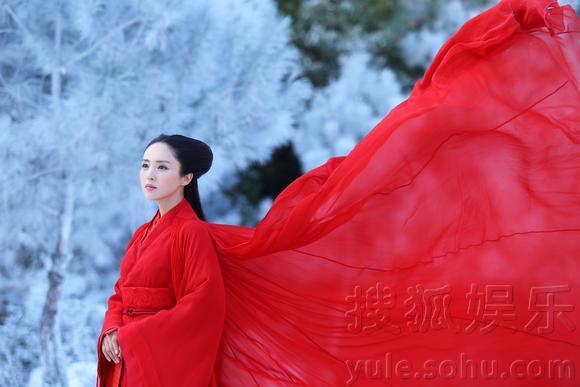 雪中红衣古装美女手绘