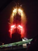 整座101大厦像炸开了似的,周身射出金黄色的火花!到处都是惊呼声和掌声,这震人心魄的一幕只能用奇迹来...
