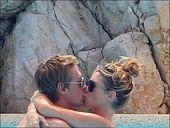 英格兰球员克劳奇日前携爱妻阿比-克兰茜在法国南部的小城度假,享受悠闲假期。在爱妻的鼓励下,克劳奇还勇...