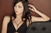 近日李欣烨拍摄了一组内衣写真,大秀酥胸。