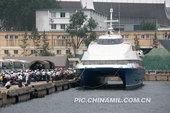 7月24日,烟台港务军代处一片繁忙,驻港军代表和客运调度员正在筹划一项特殊的海上运输任务,运用地方高...