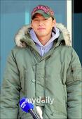 搜狐韩娱讯 韩国演员玄彬3月7日下午在位于韩国浦项的海军陆战队司令部办理入伍手续,正式开始了为期两年...