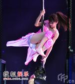 """2008年12月23日讯,成都,蔡依林""""唯舞独尊""""2008巡回演唱会12月20日晚上在成都上演。蔡依..."""