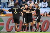 北京时间7月3日22点,第19届南非世界杯展开第三场1/4决赛争夺。在开普敦绿点球场,阿根廷队与德国...