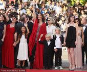2010年5月23日讯,法国,第63届戛纳电影节当地时间5月23日闭幕。闭幕片《树》导演茱莉率演员集...