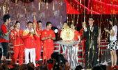 8月23日,世贸天阶奥运畅爽活动,张学友与众奥运冠军共同见证中国辉煌时刻。摄影 韩大海