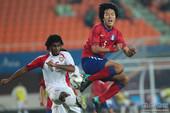 北京时间11月23日,2010年广州亚运会男足比赛进入半决赛。阿联酋队则是在加时赛中绝杀韩国队,以1...