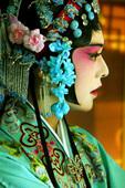 """这场戏出自《红楼梦》原著第47回,柳湘莲""""串了两出戏"""",在新版《红楼梦》中,两出戏中的一出选取了《游..."""