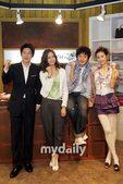 搜狐新韩线讯 28日晚,韩国MBC电视剧《男版灰姑娘》在位于京畿道的片场举行了公开拍摄活动。该剧主演...