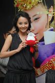 搜狐娱乐讯 结束了与吴奇隆之间短暂的婚姻,马娅舒与外籍男友的绯闻隔三差五地出现在各大媒体上。昨日(5...
