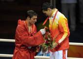 8月24日,在北京奥运会拳击男子81公斤级决赛中,中国选手张小平战胜爱尔兰选手肯尼・伊根,获得冠军。新华社/摄