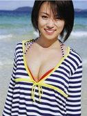 日本女星深田恭子近日推出全新写真集《25岁》。一向以Lolita装扮著名的她,会在新写真中反璞归真,...