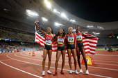 8月23日,美国队在北京奥运会女子4X400米决赛中夺得金牌。新华社/摄