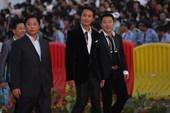 搜狐娱乐讯 10月17日,第18届金鸡百花电影节举行星光大道和闭幕晚会。图文/前方报道组。