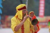 7月3日,境内陕西省咸阳市传递奥运圣火,现场表演(摄影:范帆;版权:搜狐奥运)