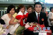 北京时间5月6日,刚刚在2009横滨世乒赛上大获全胜的中国乒乓球队载誉回国,在机场受到了大批乒乓球爱...