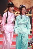 搜狐娱乐讯 昨日(7月24日),东方卫视《华人大综艺》正在上海进行录制。此次参加《华人大综艺》录制的...