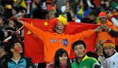7月11日,当日,2010年南非世界杯决赛在约翰内斯堡足球城体育场举行,由西班牙队对阵荷兰队。中国内...