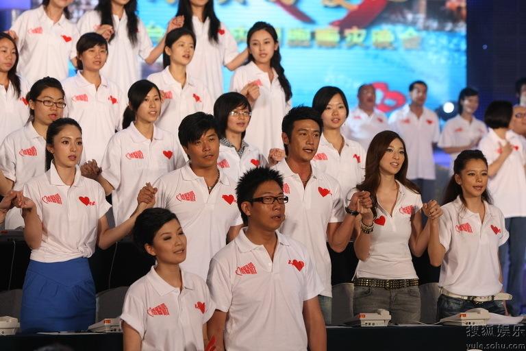 群星合唱 龙的传人 徐若瑄现场感恩落泪