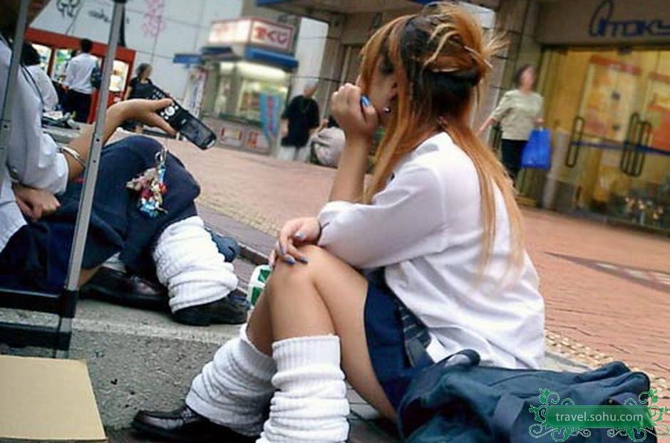 日本女学生开放的短裙校服
